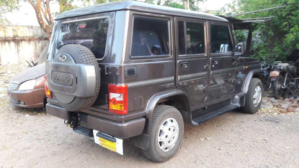अहेरी : पोलिसांनी तेंदू कंत्राटदारांकडून जप्त केलेली बोलेरो.
