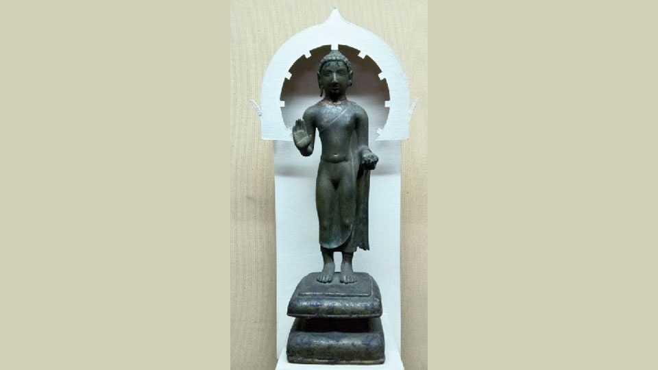 Buddha-statue-of-metal