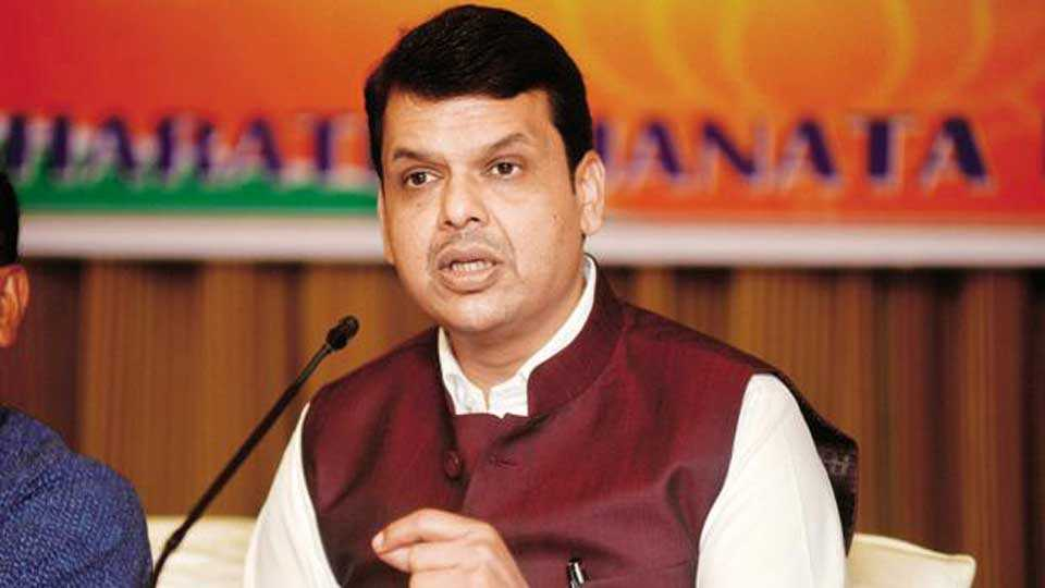 Complaint against six ministers including Chief Minister for cheating Marathas