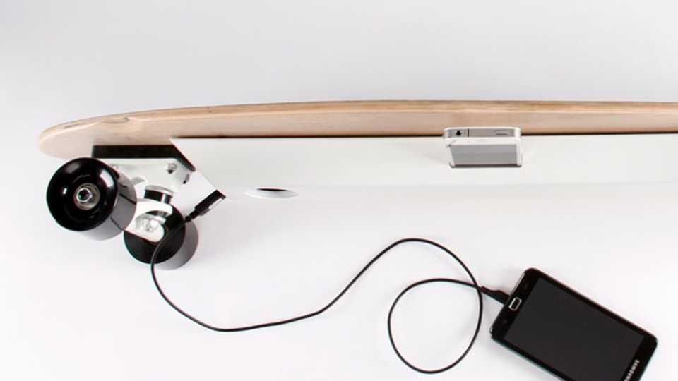 skateboard charge smartphone