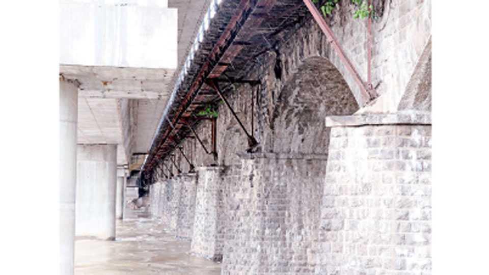 दापोडी - जुन्या हॅरिस पुलाची सद्यस्थिती.