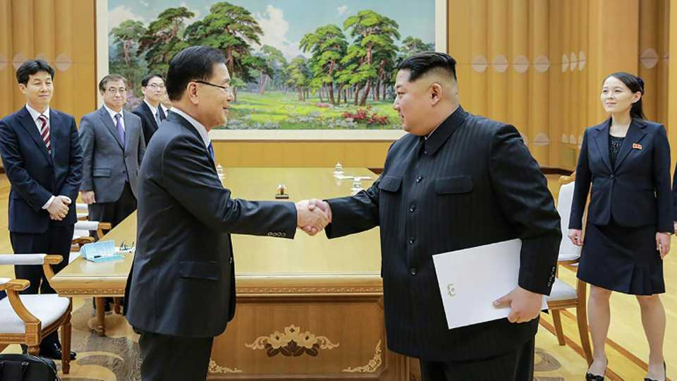 Korea summit Kim Jong un makes history crosses border to meet South Moon Jae