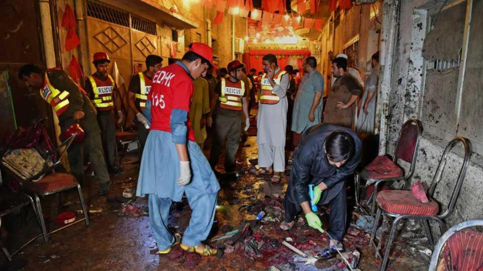 Bomb at Pakistan election rally kills 20