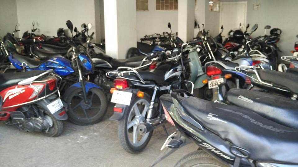 without Parking Any Hall police give an action