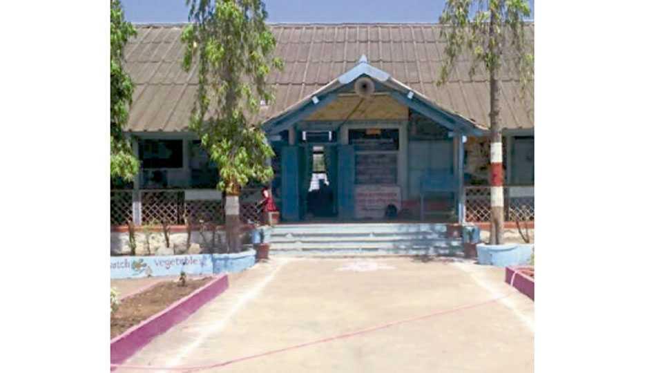 अपशिंगे (मिल्ट्री, ता. सातारा) - येथील जिल्हा परिषद शाळा.