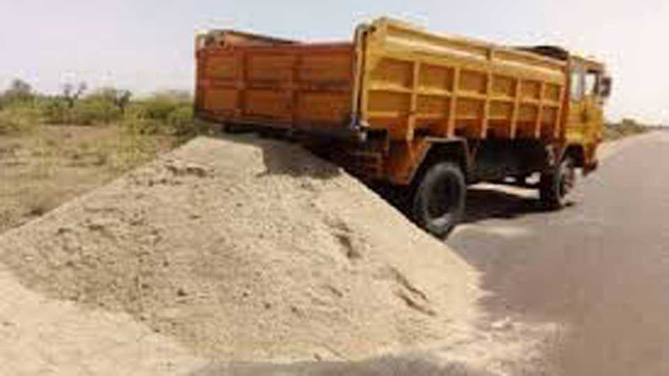 The issue of livelihood in front of the construction workers due to sand deficiency