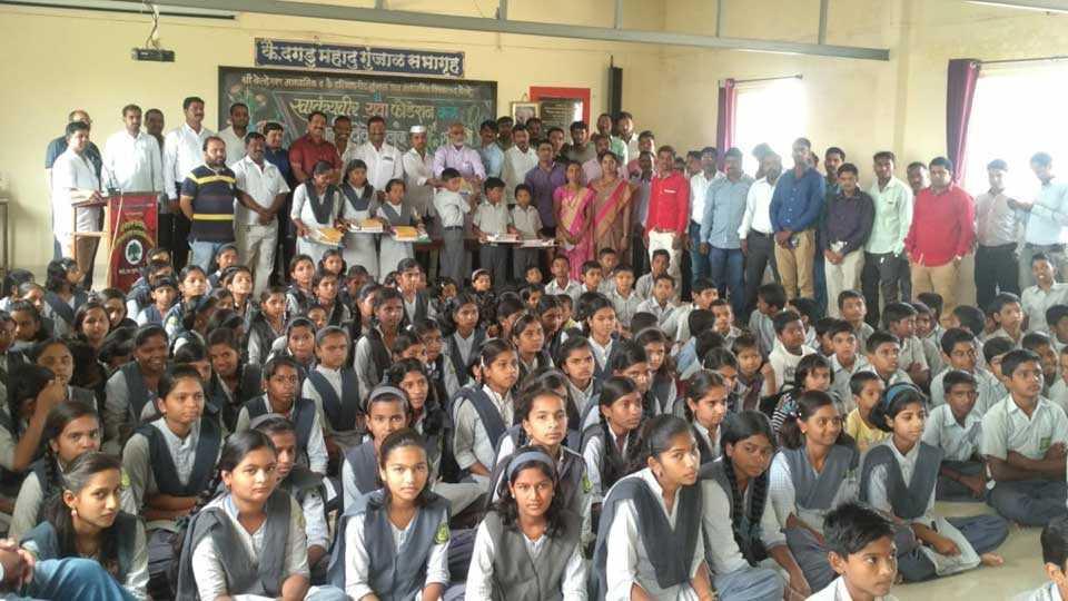 Swatantryaveer Yuva Foundation took help from poor students