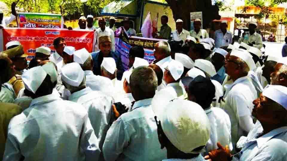 Senior men clash Junnar for pending demands