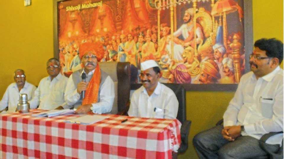 नागठाणे (ता. सातारा) - कार्यक्रमात बोलताना श्रीनिवास पाटील. त्या वेळी विविध मान्यवर.