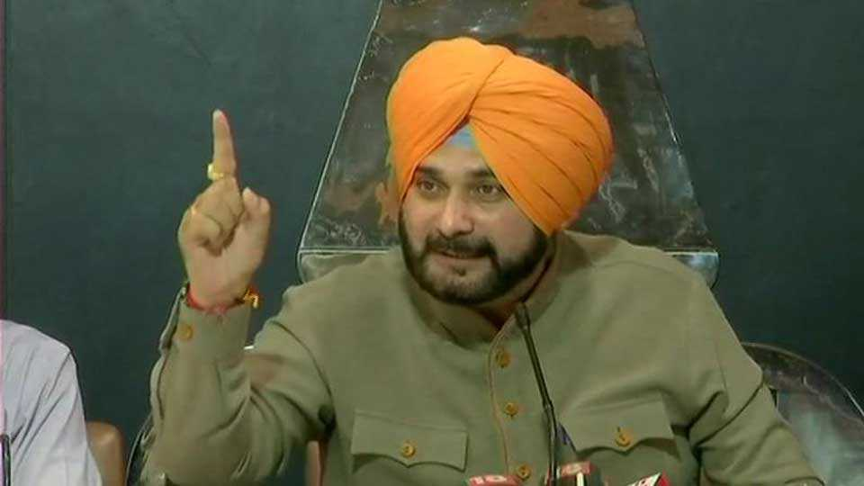 Imran Khan can be trusted says Navjot Sidhu after accepting invite for oath ceremony
