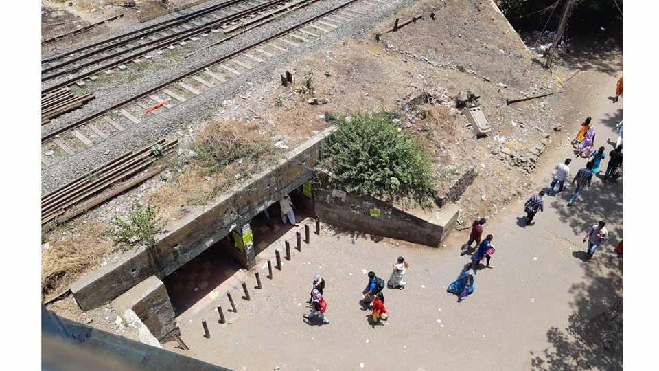 Skywalk work in Kalyan East stopped
