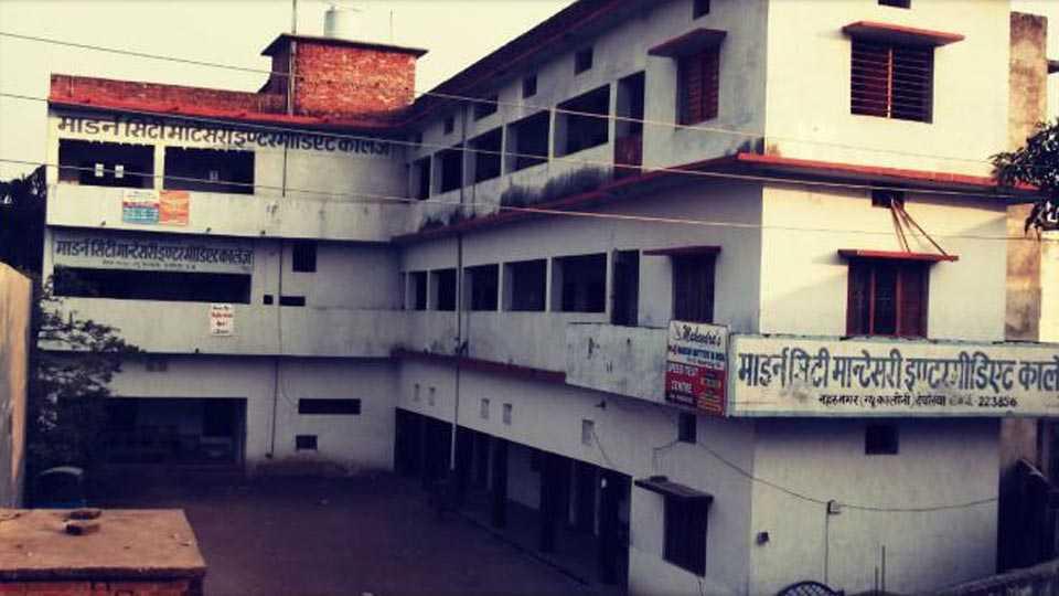 Marathi news crime news in marathi school girl thrown