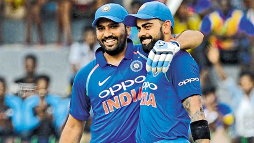 कोलंबो - श्रीलंकेविरुद्ध चौथ्या एकदिवसीय आंतरराष्ट्रीय क्रिकेट सामन्यात शतक पूर्ण झाल्यानंतर रोहितने विराटचे असे अभिनंदन केले.