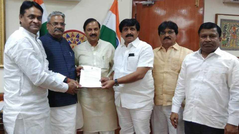 junnar mla sonawane meets minister mahesh sharma at delhi
