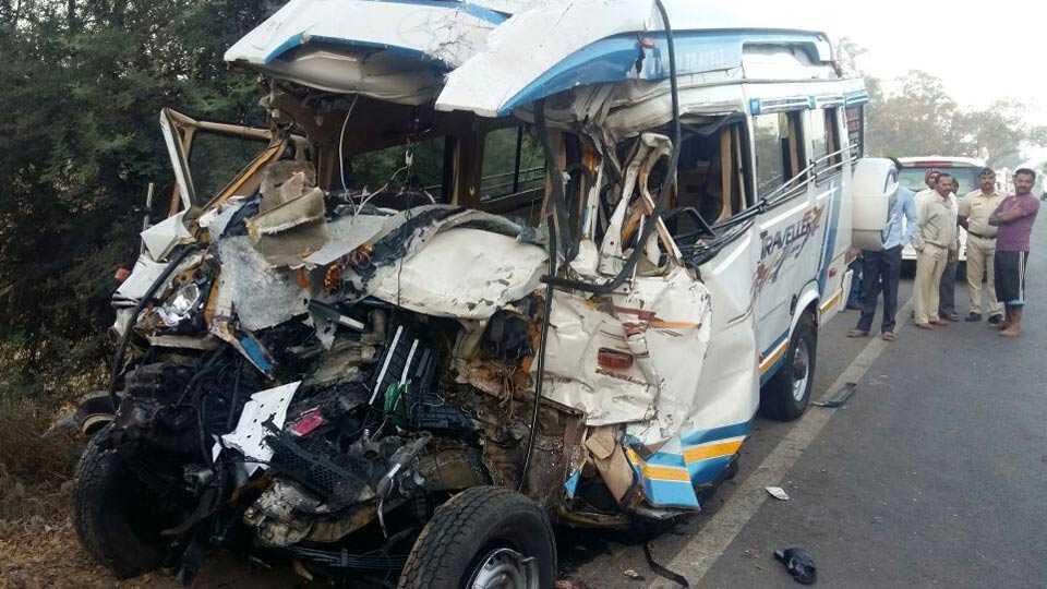 Pune: 11 pilgrims killed in road accident on Pune-Solapur highway