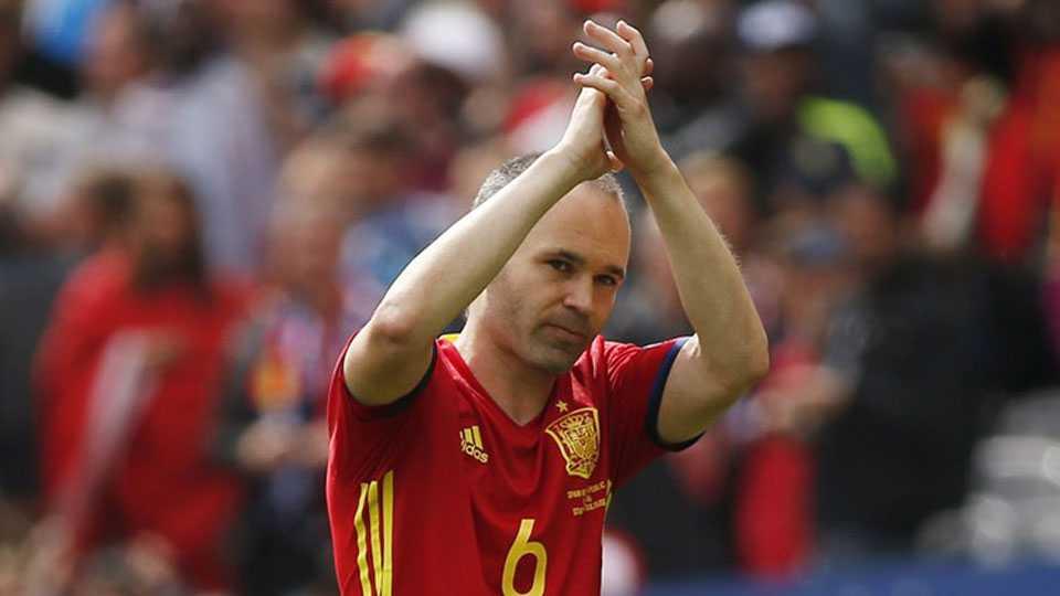 Iniesta retires from international football