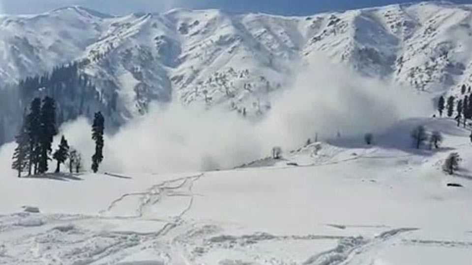 2 Jawans Missing After Avalanche Hits Army Camp In Kashmir's Gurez Sector