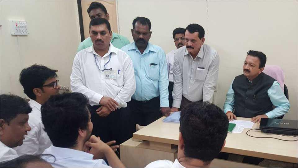 विधी आणि वाणिज्य शाखेचे निकाल लागायला 15 ऑगस्टची तारीख उजाडणार अशी कबुली कुलगुरू डॉ. संजय देशमुख यांनी दिली.
