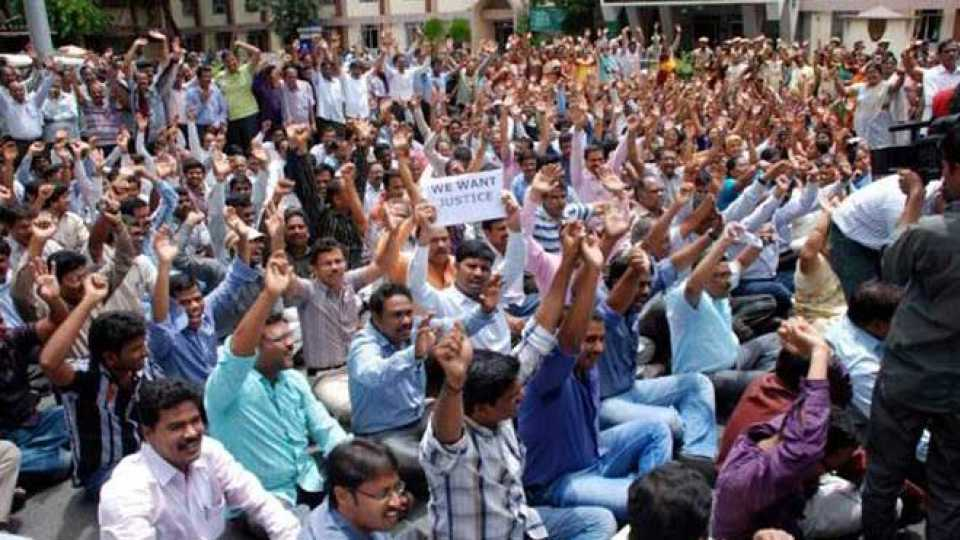 Government employees on strike for three days