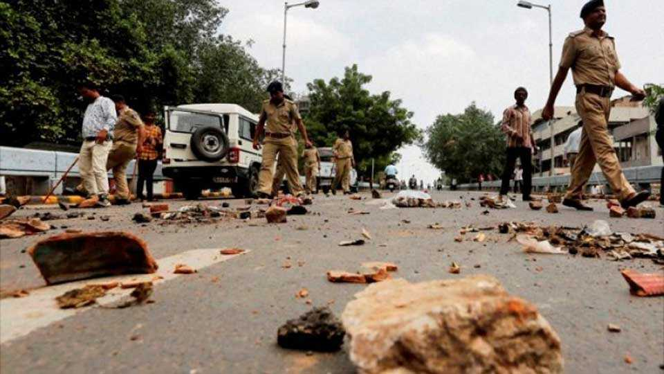 Two groups clash in Gujarat