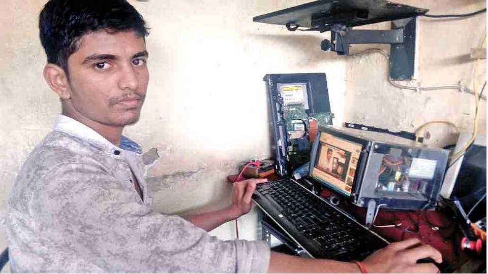 jayanta parab make a computer from Ewast