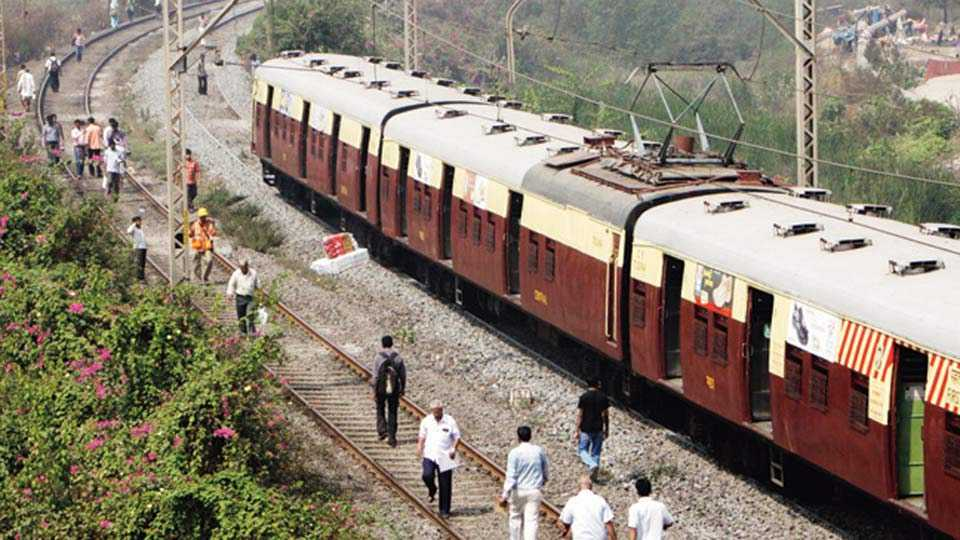 Mumbai: Local traffic disrupted on Harbour line