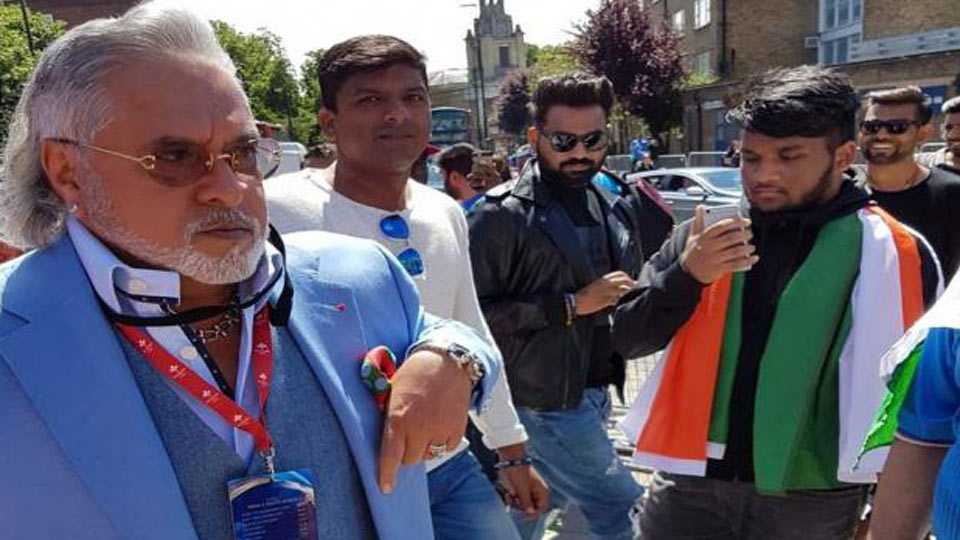 Vijay Mallya booed with 'chor, chor' chants at Oval