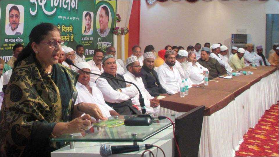 मंचर ( ता. शिरूर ): ईद मिलन कार्यक्रमात बोलताना राष्ट्रवादी महिला काँग्रेसच्या राष्ट्रीय अध्यक्षा डॅा. फौजीया खान.