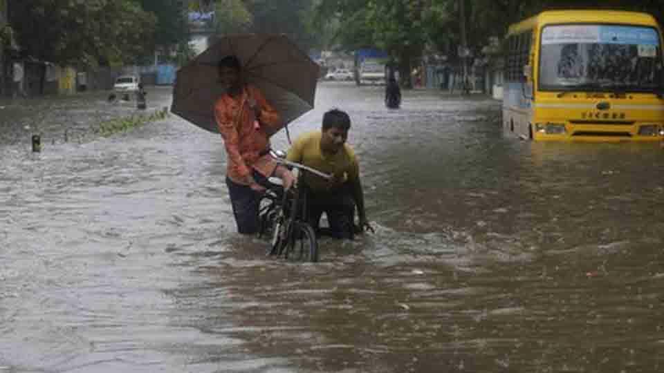 #MumbaiRains people uses boat to travel in mumbai rain