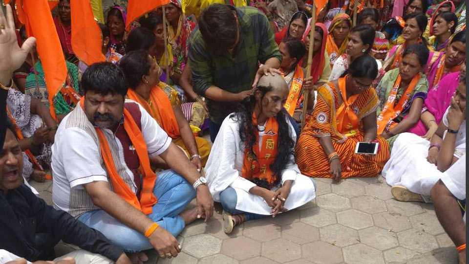 Shiv Sena agitation against government