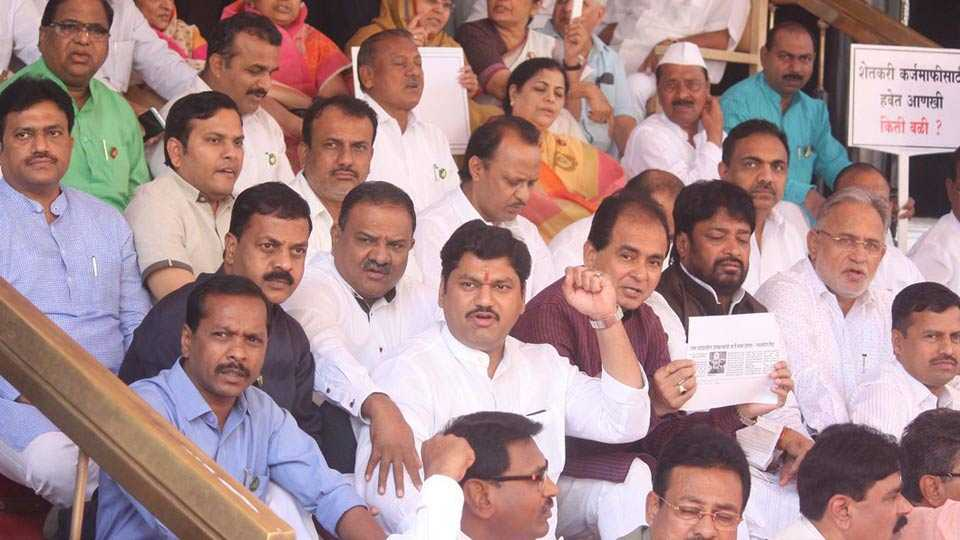 Dhananjay Munde criticize government on 19 MLA suspension issue