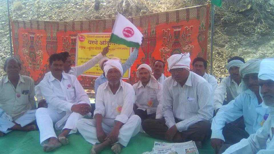 farmers agitation in the Kamlanganga river bank