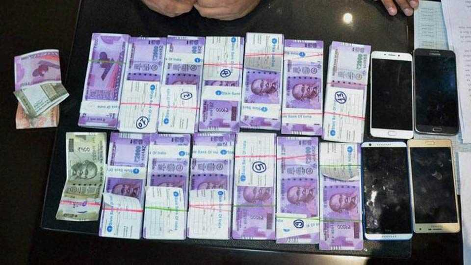 Fake note printing machine seized from a bungalow in Ahmedabad