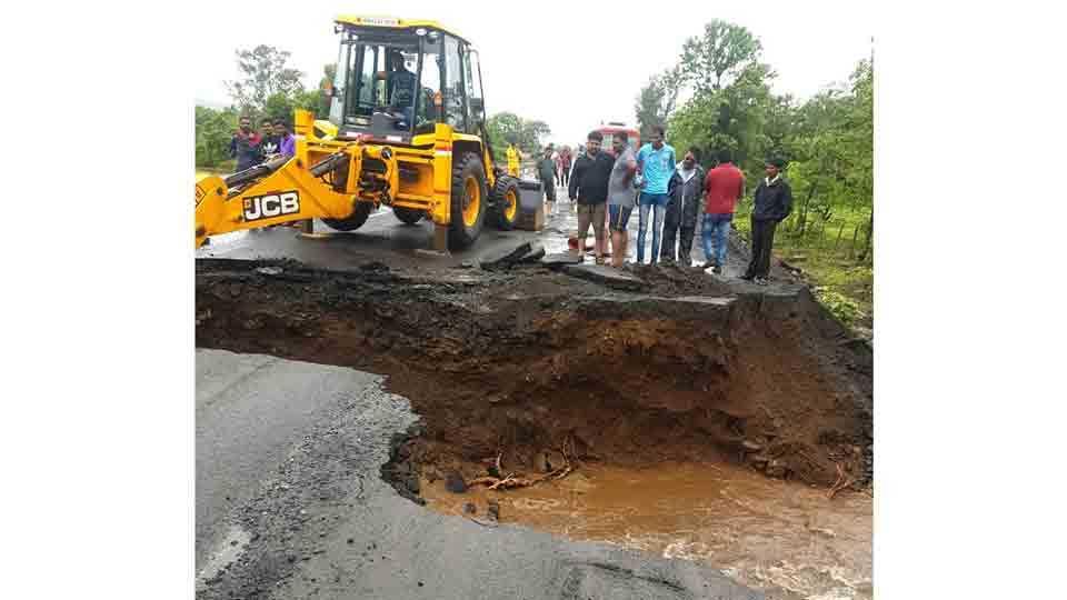 water overflow on pali khopoli road