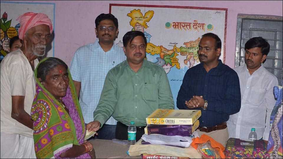 social networking users help people in parbhani