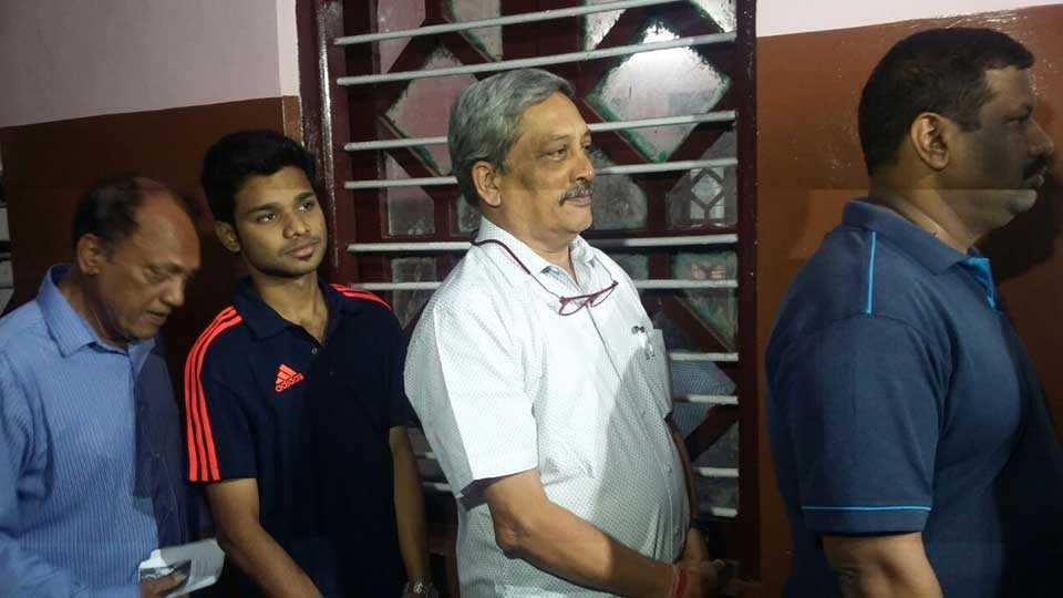 Missing Goan food, says Parrikar dodges questions on returning to state as CM