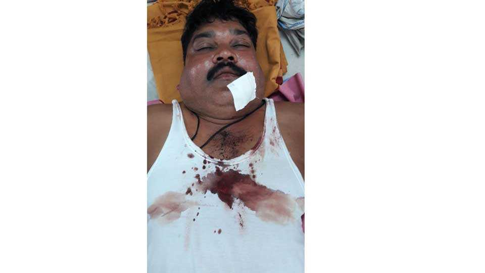 mob attack on police in shirpur gaon