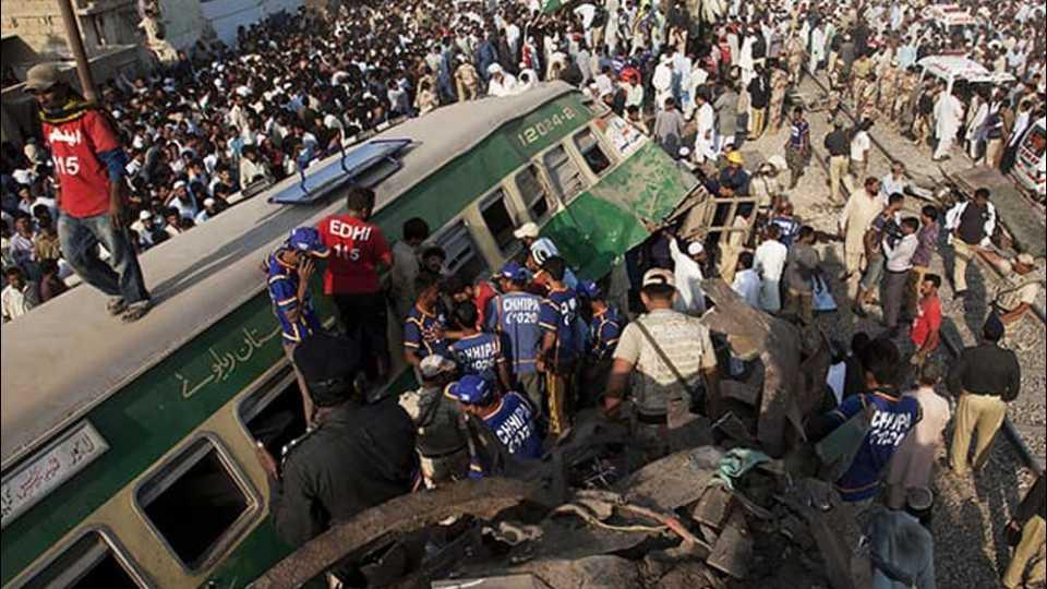railway accident in pakistan