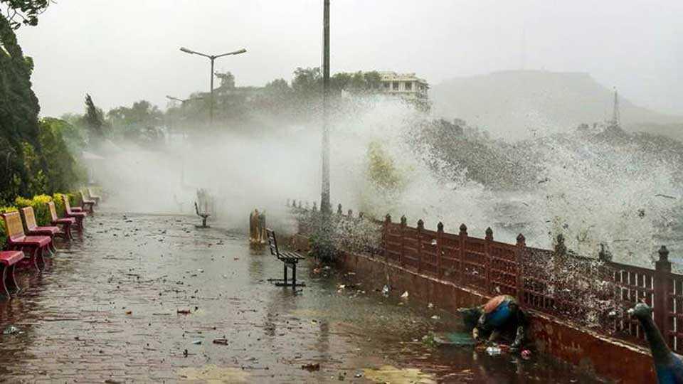 34 killed in thunderstorms across UP Jharkhand Bihar monsoon hits Kerala