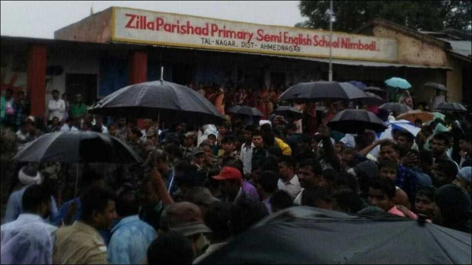 नगर: जि. प. शाळा कोसळली; 3 विद्यार्थी ठार; 35 अडकले