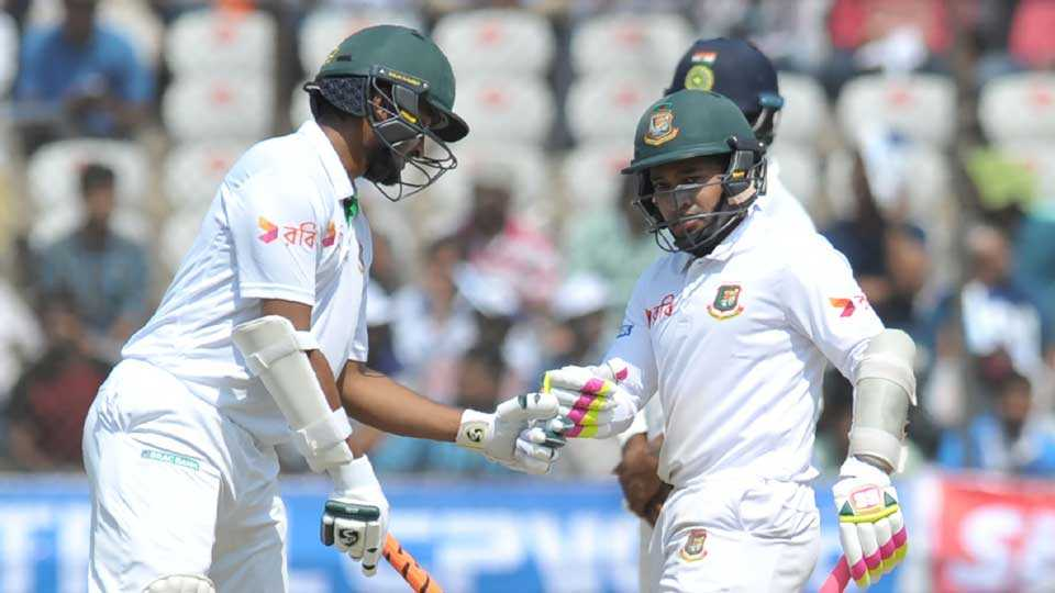 Mushfiqur and Mehedi resist India in hyderabad test