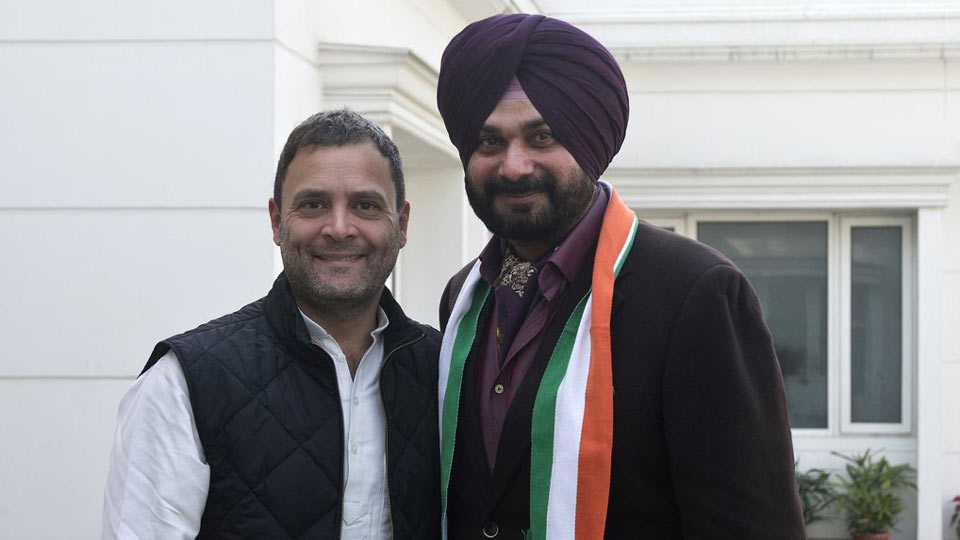 Navjot Singh Sidhu joins Congress in the presence of party Vice President Rahul Gandhi