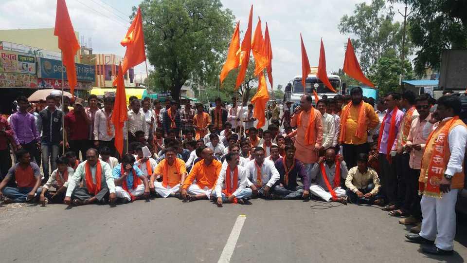 shivsena_protest against abdul sattar