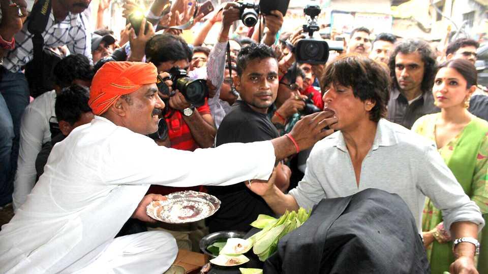 Shaharukh khan lakhanau tambul esakal news