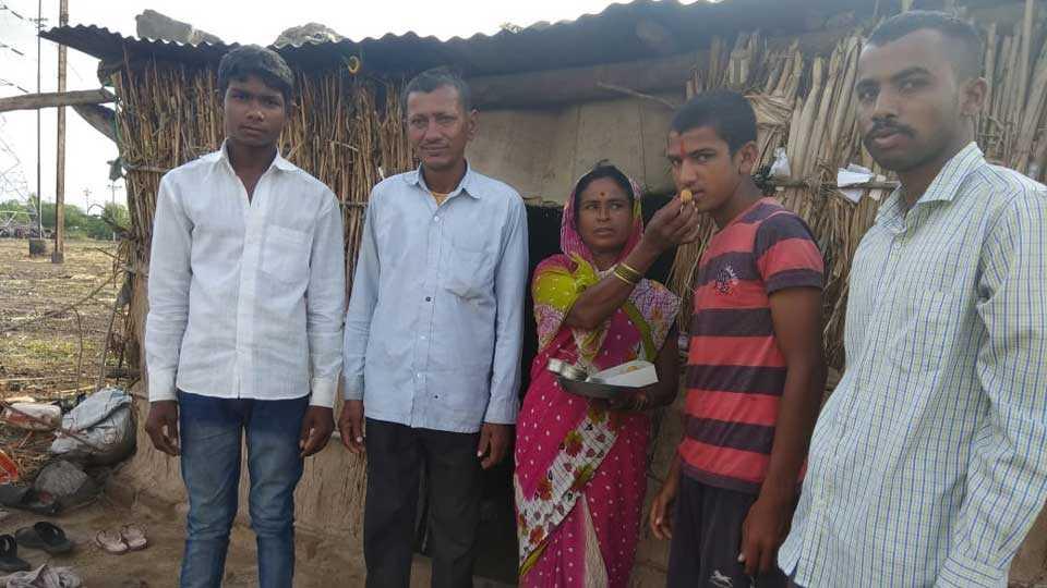 sugarcane cutter labors boy get 91 percent mark