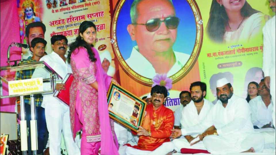 शिवशाहीर डॉ. विजय तनपुरे यांना विशेष कार्यगौरव पुरस्कार प्रदान