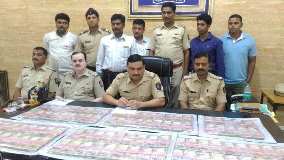Thane news old notes police action six arrested crime news marathi news