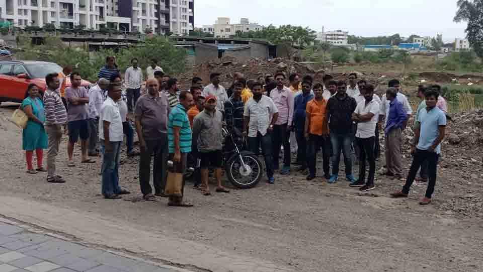 Shivsainik movement demand for road obstruction