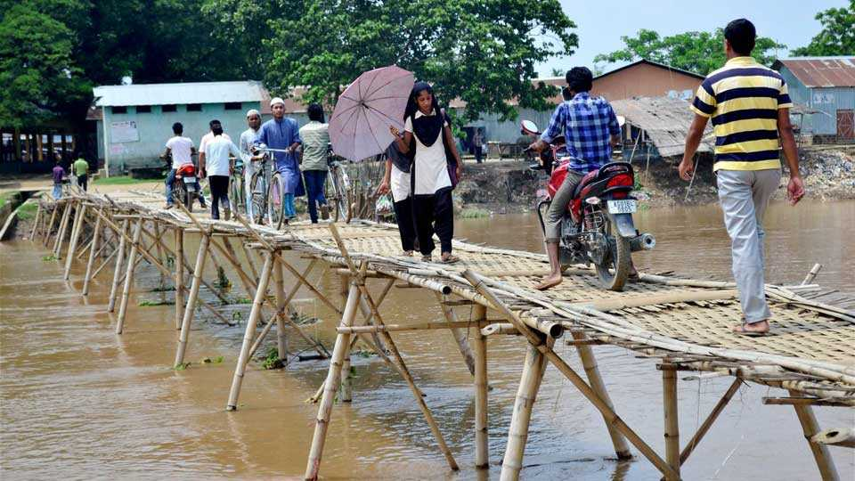 the citizens themselves built the bridge over the river