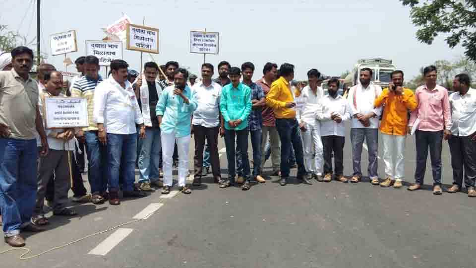 Farmers Chakka Jam Agitation on the Aurangabad Pune road